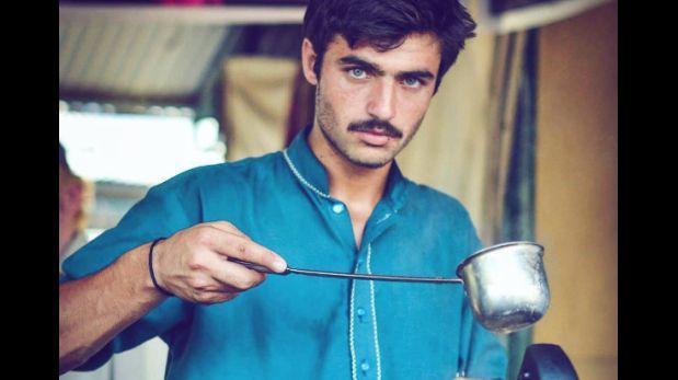 Joven pakistaní pasó de vendedor de té a modelo de una importante campaña de ropa