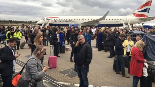 Evacúan un aeropuerto de Londres por un 'incidente químico'