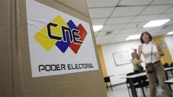 El Poder Electoral de Venezuela paraliza el proceso revocatorio contra Maduro