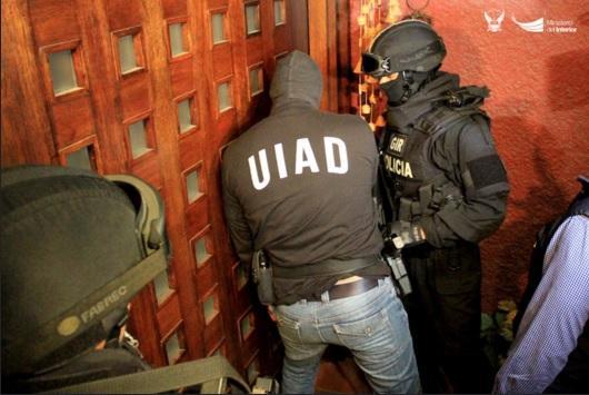 Policía incauta bienes de exfuncionarios y empresarios indagados en caso Petroecuador