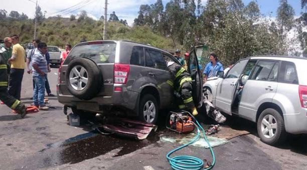 Dos personas mueren en accidente de tránsito en Quito