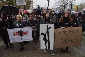 Mujeres protestan nuevamente contra posible prohibición del aborto en Polonia