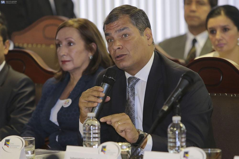Presidente Rafael Correa defendió ante la Corte Constitucional su propuesta de consulta