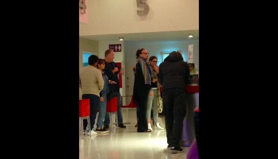 Vocalista de legendaria banda Aerosmith fue al cine en Lima