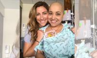 Mujer baila durante su sesión de quimioterapia y causa furor en la web