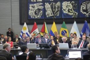 Correa dice que Ecuador generará 251.000 empleos en los próximos años