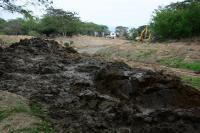 Más maquinaria se suma a la limpieza del río Portoviejo
