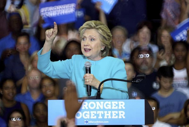 Clinton: 'Los indocumentados han pagado más impuestos que Trump en 20 años'