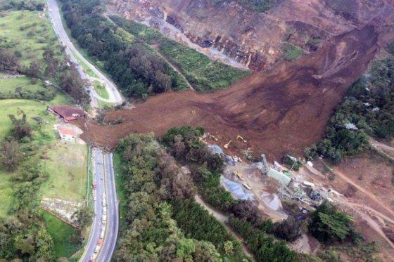 Asciende a seis la cifra de muertos por derrumbe al noroeste de Colombia