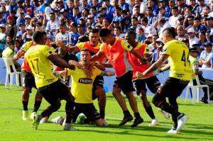 Barcelona SC vence Emelec y pinta de amarillo al Capwell
