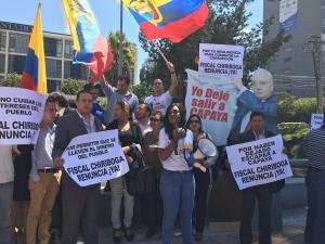 Asambleísta Montaño pide renuncia del fiscal Chiriboga con un plantón