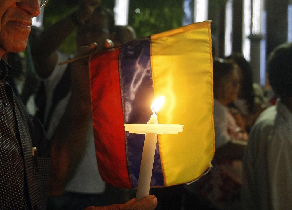 Presidente colombiano suspende inicio de diálogos de paz con ELN en Ecuador