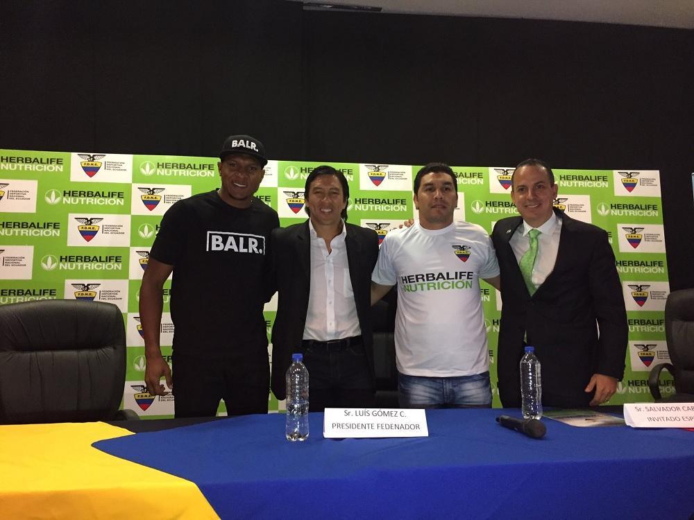 El exfutbolista Salvador Cabañas visita Guayaquil y cuenta su historia de vida