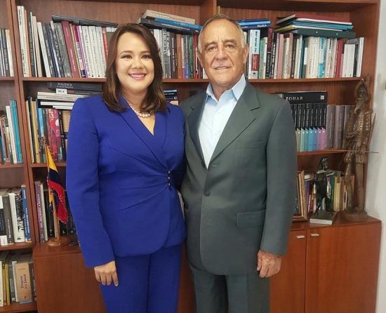 Paco Moncayo anuncia a su binomio presidencial