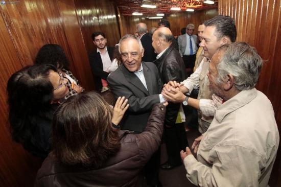 Paco Moncayo ya inscribió su candidatura presidencial en el CNE