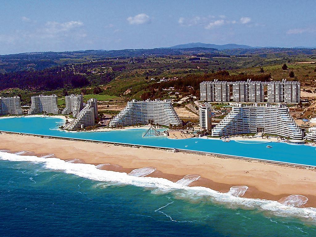 La piscina m s grande el diario ecuador for Piscina mas grande del mundo chile