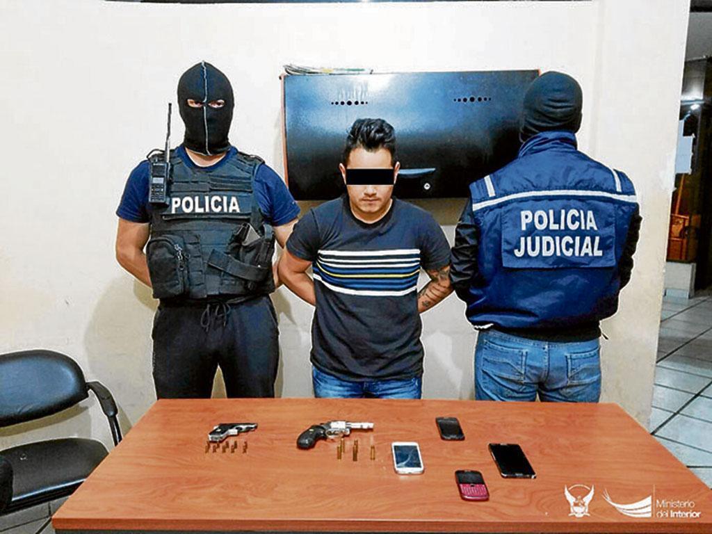 Lo detienen por ocultar armas de fuego el diario ecuador for Interior y policia consulta de arma