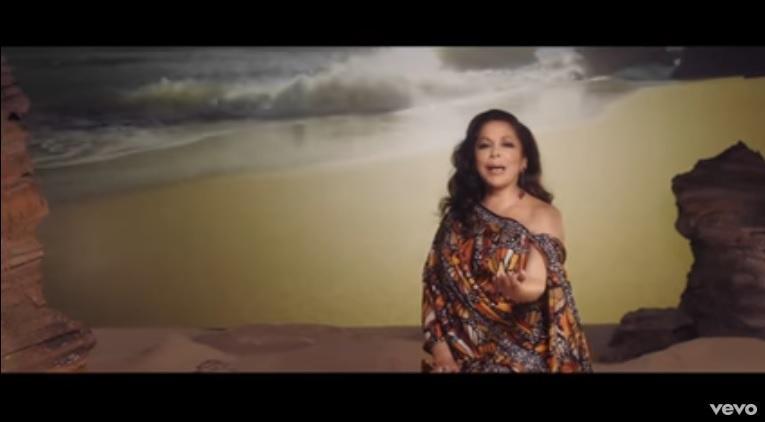 Isabel Pantoja deja escapar sus lágrimas en videoclip dedicado a Juan Gabriel