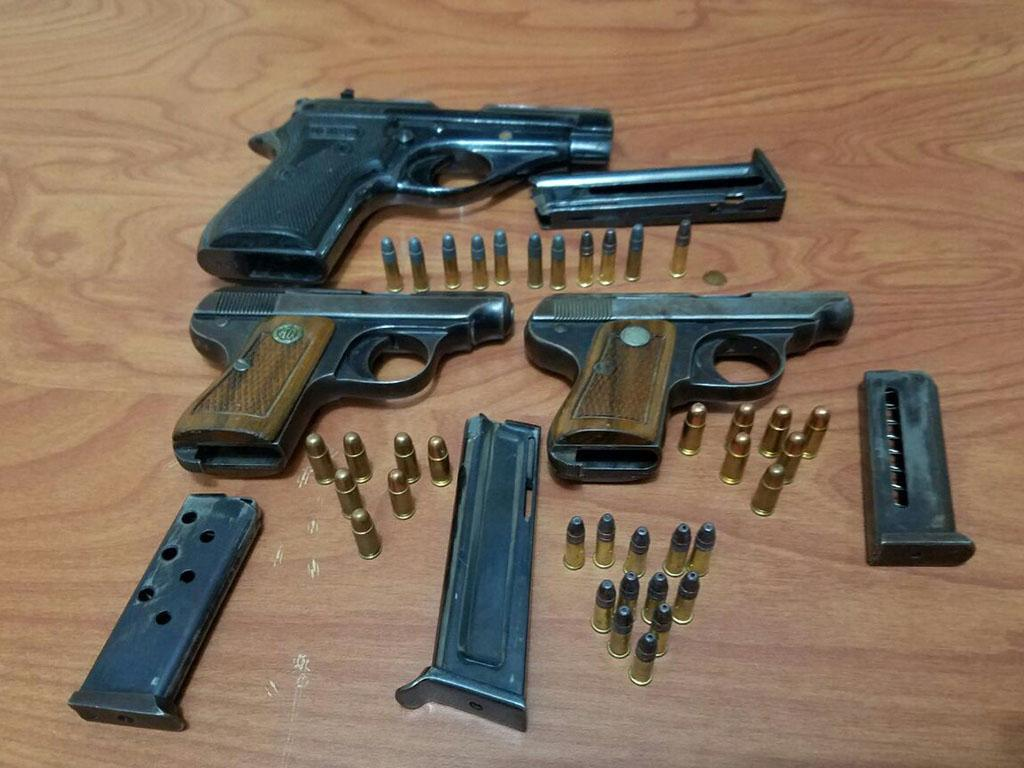 Cae con 3 pistolas en el amanecer el diario ecuador for Interior y policia consulta de arma