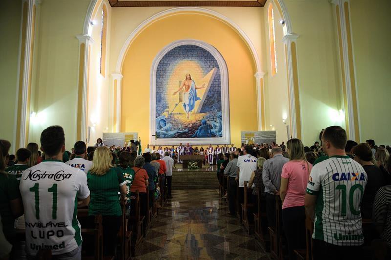 Se oficializó una misa en nombre de los fallecidos