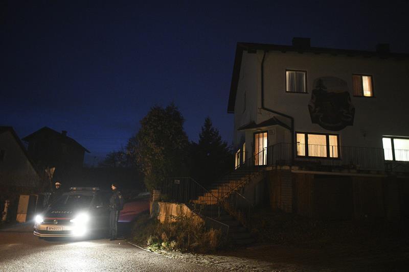 Mujer asesina a su madre, su hermano y sus tres hijos antes de suicidarse