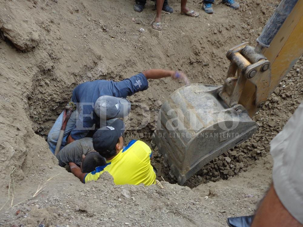 Hombre sufre muerte cerebral tras quedar sepultado por una colina de tierra