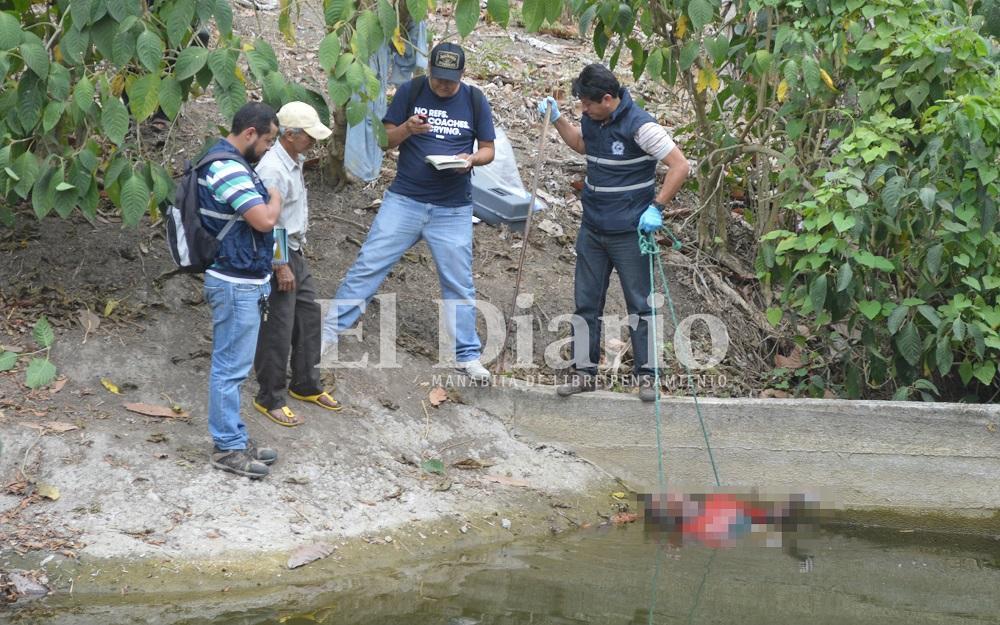 Hombre es hallado sin vida en un estanque de agua