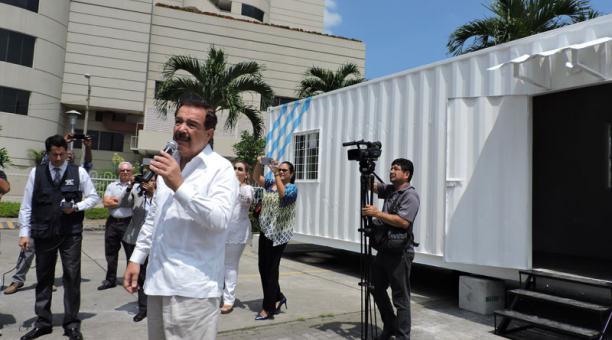 Alcalde de Guayaquil anuncia la entrega de las primeras casas-contenedores para afectados por el terremoto