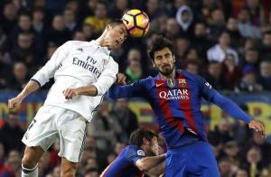Un gol de Sergio Ramos en el último minuto mantiene a raya al Barça