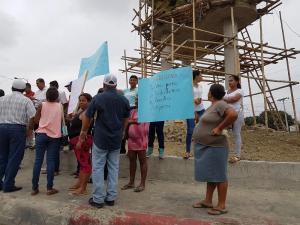 Ciudadanos protestan por lenta reconstrucción de viviendas