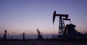 El precio del barril de petróleo de la OPEP supera los $50 por primera vez en 15 meses