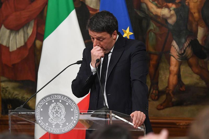 Primer ministro de Italia, Matteo Renzi, renuncia a su cargo tras derrota en el referéndum