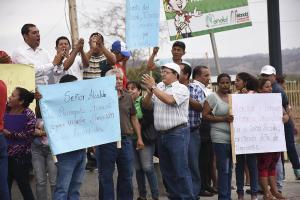 Ciudadanos reclaman más obras en Picoazá
