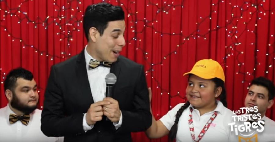 Niña que corrigió a ministro mexicano regresa en divertido vídeo de Youtube: '¡Se dice leer!'