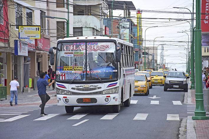 Buses no usarán la calle 13 desde el lunes