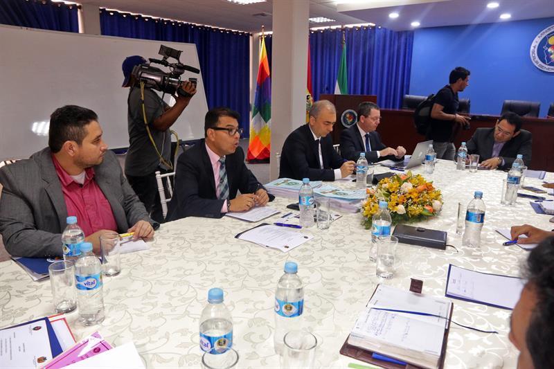 Fiscales de Bolivia, Brasil y Colombia analizan accidente del avión de Lamia