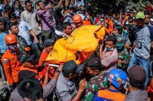 Los fallecidos en el terremoto de Indonesia ya superan el centenar