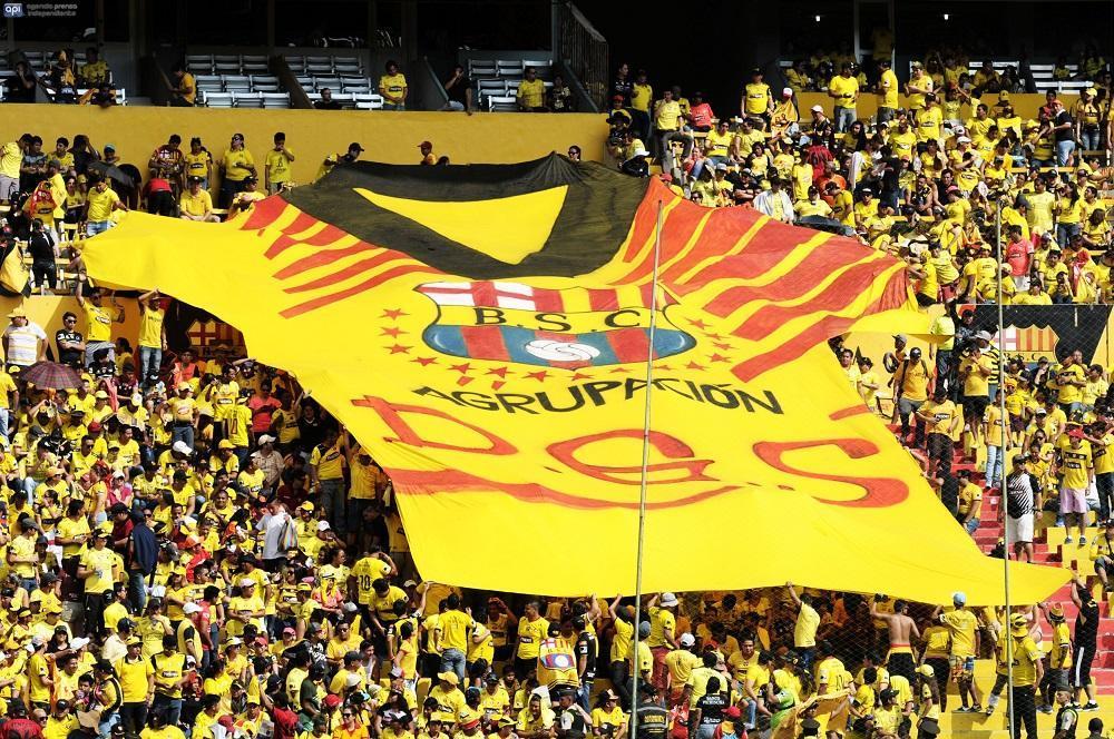 La hinchada barcelonista estuvo presente en el estadio Monumental