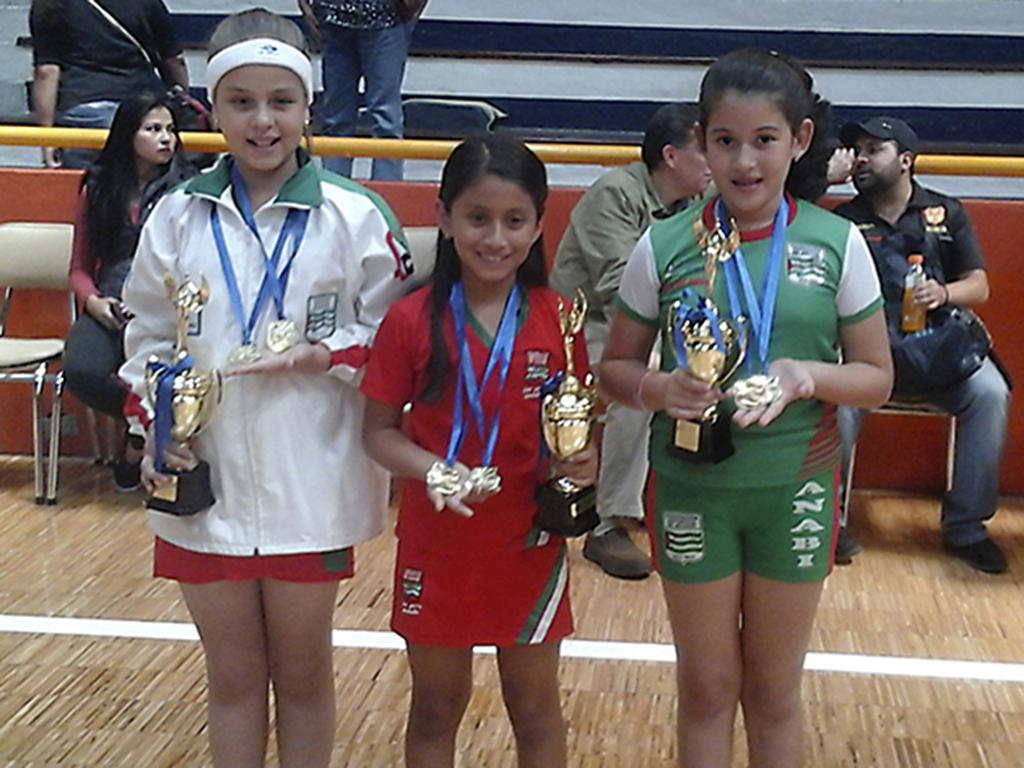 Manabitas ganan en campeonato de microtenis