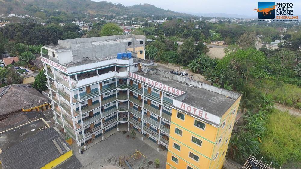 En total, unas 65 edificaciones se vieron afectadas por los movimientos telúricos. Foto Cortesía: Miguel Ortega de 'Drone Esmeraldas'