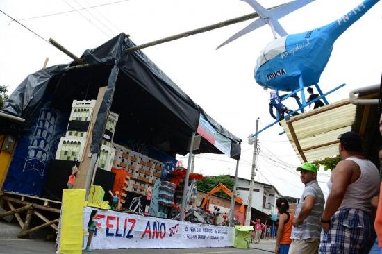 'Derrocados, derrotados jamás', tema ganador del concurso de años viejos de Portoviejo