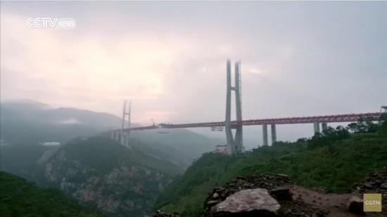 Inauguran el puente con altura equivalente a la de edificio de 200 pisos