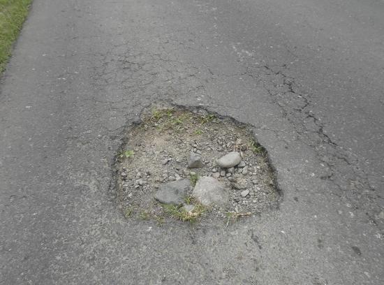 Ciudadanos piden la  pronta reparación de la vía a La Bramadora