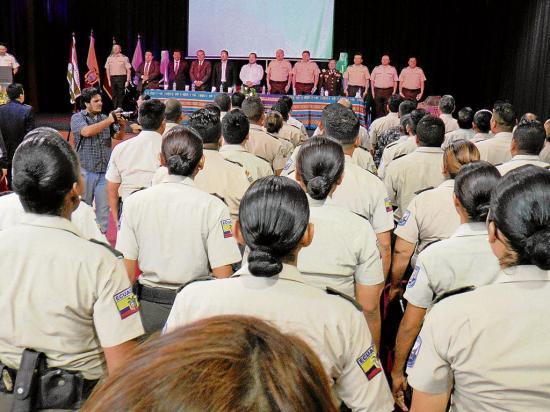 1.200 policías desvinculados