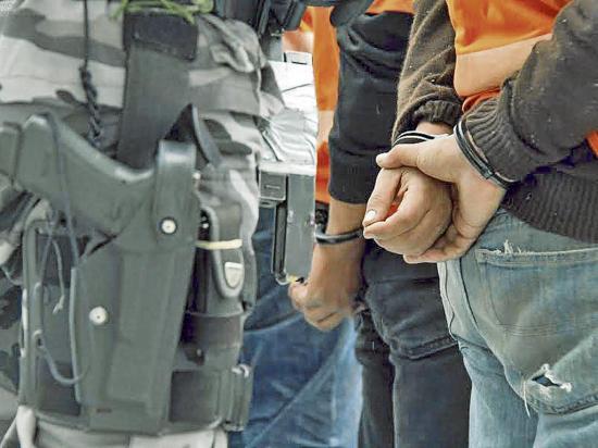 2 Detenidos por el presunto robo de  Un carro