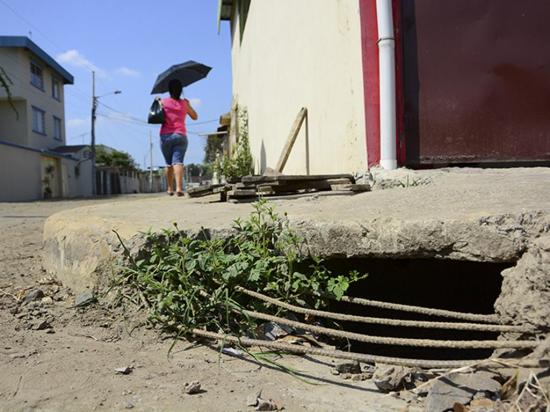 Portoaguas mejorará drenaje en una calle