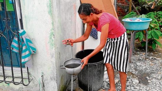 "Reciben 'jugo de tamarindo"" por agua potable"