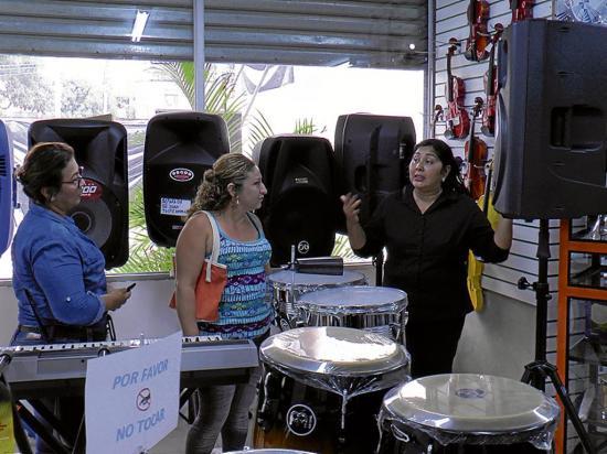 Vinasa reabre en el mismo lugar para llevar música a sus clientes