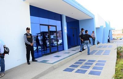 Fuga de agua provoca suspensión en Portoviejo
