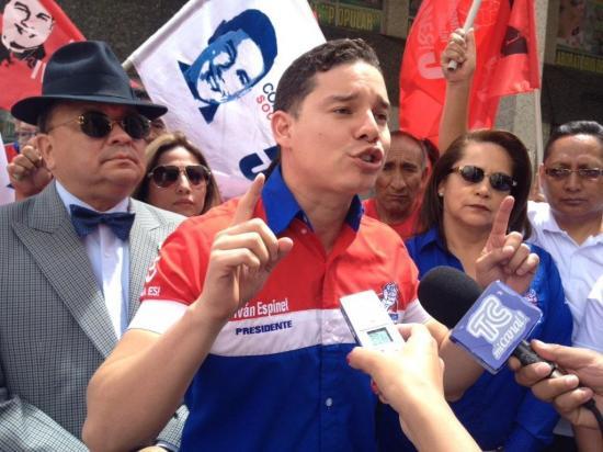 Candidato protesta contra presunta corrupción al iniciar campaña en Ecuador